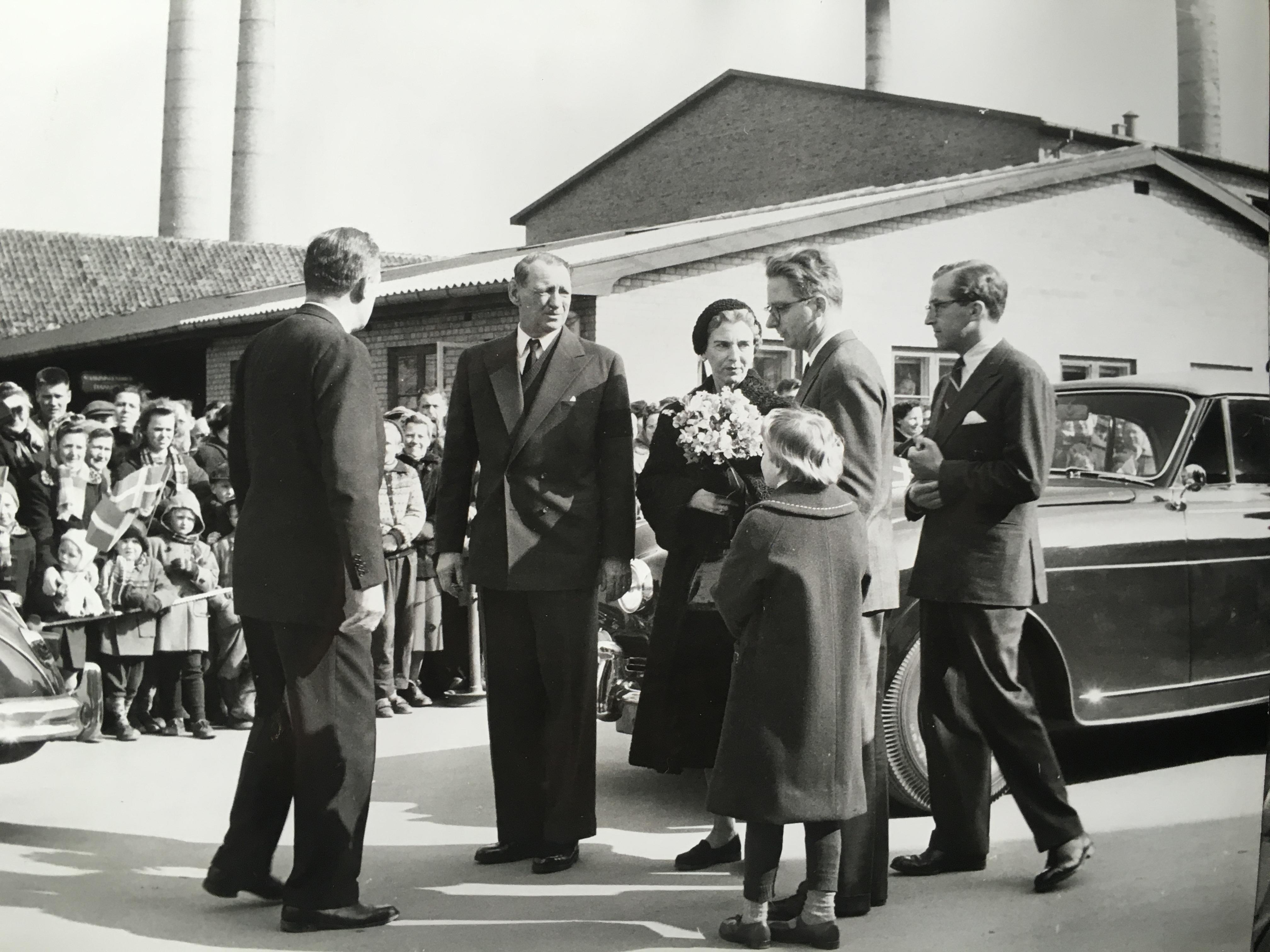 kong-frederik-og-dronning-ingrid-besoeger-hg-den-25-marts-1958-71